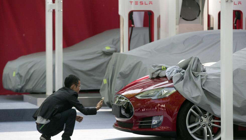 PRODUKSJONSPROBLEMER: Tesla nådde sine mål om å produsere 5.000 biler i uka innen utgangen av juni. I ettertid viser det seg imidlertid at 86 prosent av bilene måtte gjennomgåes på nytt. Foto: NTB Scanpix