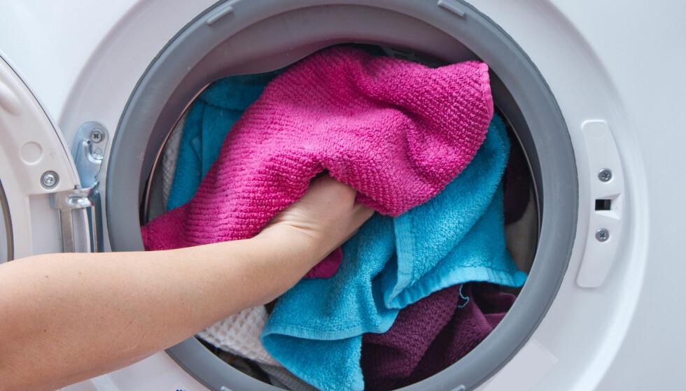 KAN BLI FORBUDT: Hvis Høyre får det som de vil, vil det være forbudt å selge vaskemaskiner og tørketromler uten mikroplastfilter om tre år. Foto: Shutterstock / NTB Scanpix