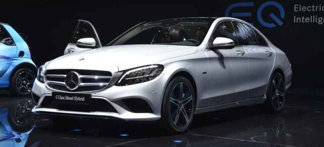 MOT STRØMMEN: Mercedes viste dieselhybrid til C- og E-klasse. Foto: Jamieson Pothecary