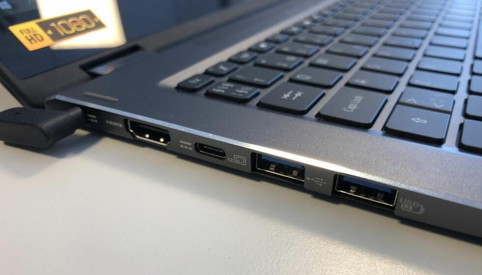 GODT UTSTYRT: Det er sjelden kost at så tynne PC-er har så bra utvalg av tilkoblingsmuligheter. Foto: Bjørn Eirik loftås