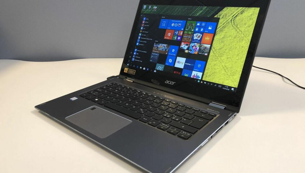 2-I-1: Den ser ut som en helt vanlig PC, men kan med enkle grep gjøres om til et nettbrett. Foto: Bjørn Eirik Loftås