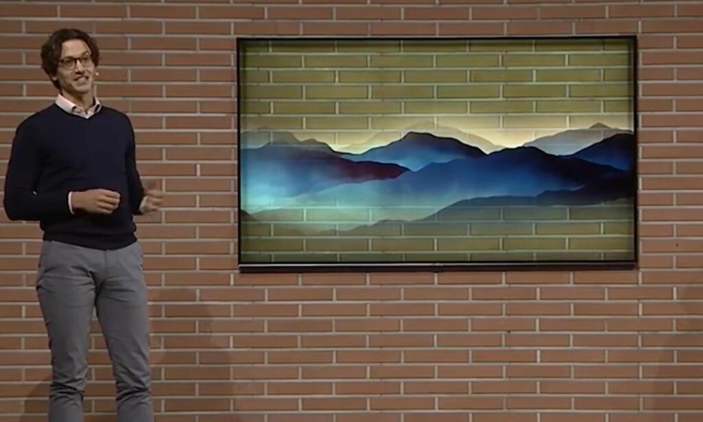 BLENDER INN: Her demonstrerer Samsung hvordan teglsteinveggen fortsetter i TV-en, samtidig som den viser bilde av et abstrakt fjellandskap oppå. Foto: Image Matrix Tech