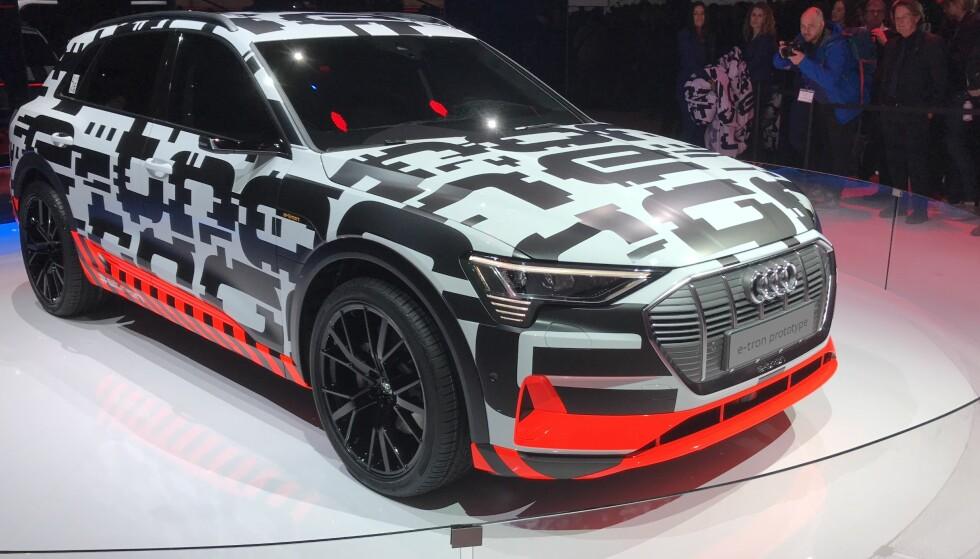 AUDI E-TRON: Vi hadde ventet å se en helt ferdig bil, men fikk isteden nok en prototype. Samtidig ser vi at den blir noe mindre dramatisk enn hva man kanskje hadde forventet. Foto: Rune M. Nesheim