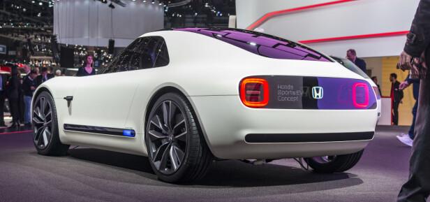 KLASSISKE LINJER: En svært kompakt liten tass med linjer man kan kjenne igjen fra flere 60-tallsbiler, blant annet Datsun 240Z.