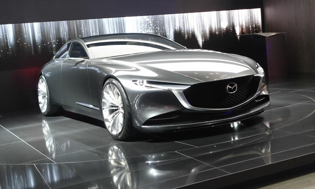 RÅ: Mazda lager oppsiktsvekkende kul design om dagen, også på bilene som ruller på veien i dag. Vi kan bare glede oss til fortsettelsen. Foto: Rune M. Nesheim