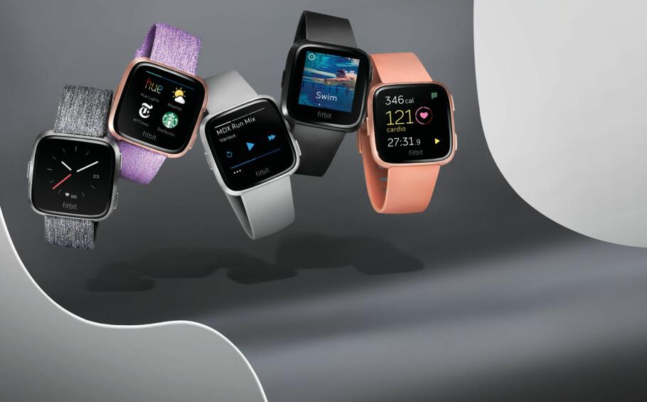 MEN, ER DET IKKE: Fitbits nye smartklokke Versa er som snytt ut av nesa på Apple Watch. Samtidig koster den mye mindre. Foto: Produsenten
