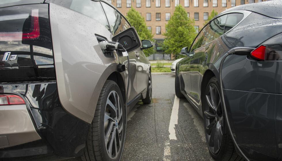 KOMMER TIL KORT? BMW i3 ender på sjetteplass på lista over mest rekkevidde for pengene, mens Tesla Model S ender helt i bunn av tabellen. Foto: Fredrik Varfjell / NTB scanpix