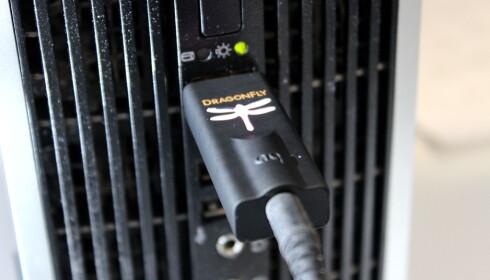 ENKELT: DAC-en plugges rett inn i nærmeste USB-port på PC-en. Foto: Tore Neset