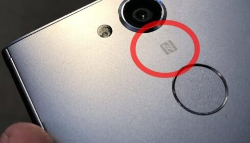 NFC-LOGO: Viser at mobiltelefonen støtter denne teknologien. Foto: Bjørn Eirik Loftås