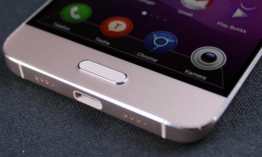 USB-C: Den nyeste USB-porten har allerede blitt standard på nesten alle nye mobiltelefoner. Foto: Bjørn E Loftås