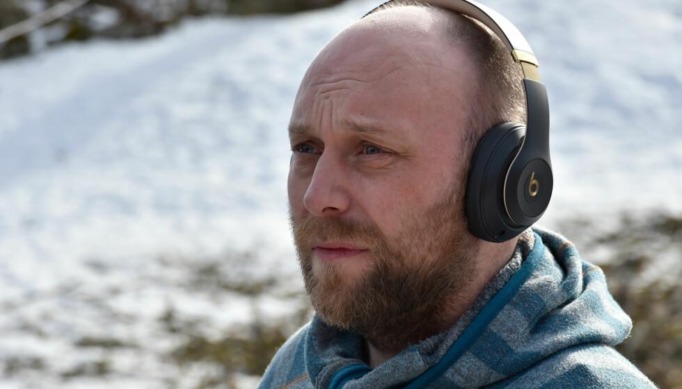 GODE PÅ ØRET: Alt i alt er vi godt fornøyde med disse hodetelefonene fra Beats. Foto: Cecilie Pollen