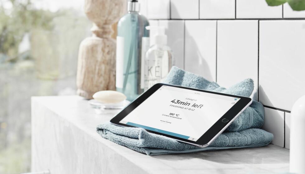 APP-STYRT: På nettbrettet eller mobilen ser du hvor lenge det er til maten er ferdig. Finnes både for Android og iOS. Foto: Electrolux