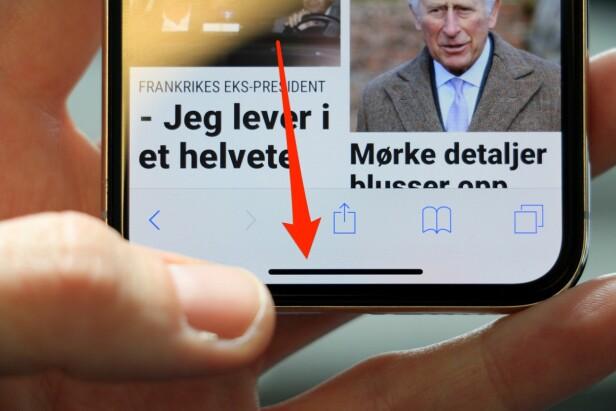 <strong>SVEIP OPP:</strong> Dra fingeren opp fra bunnen av skjermen for å gå fra en app og tilbake til hjemskjermen. Foto: Kirsti Østvang