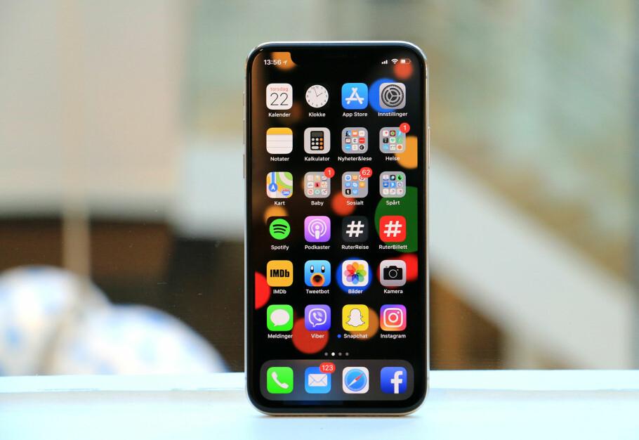 <strong>SVEIPORAMA:</strong> Den mest merkbare forskjellen mellom iPhone X og tidligere iPhone-modeller er at hjemknappen er borte på førstnevnte. Det åpner for en helt ny måte å bruke telefonen på. Foto: Kirsti Østvang
