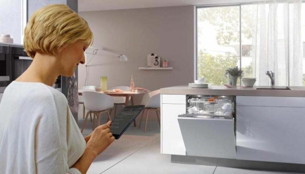 APP-STYRT KJØKKEN: Miele har laget et system der et utvalg av kjøkken- og vaskeprodukter kan styres gjennom samme app. Foto: Miele