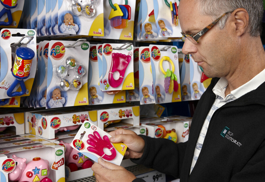 LEKER ER VERST: En felles-europeisk storkontroll av over 5.000 produkter har funnet ulovlige miljøgifter og skadelige stoffer i 1 av 5 forbrukerprodukter - og leker er produktgruppen med størst andel giftstoffer. Foto: John Petter Reinertsen