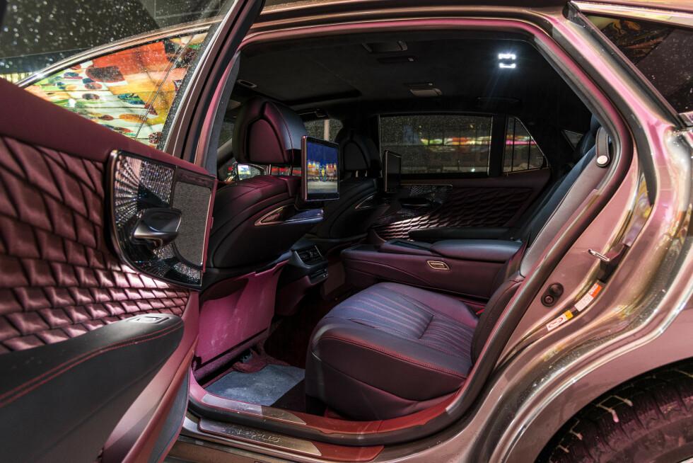 VELKOMMEN INN: Det oser luksus av Lexus LS 500h. Foto: Jamieson Pothecary