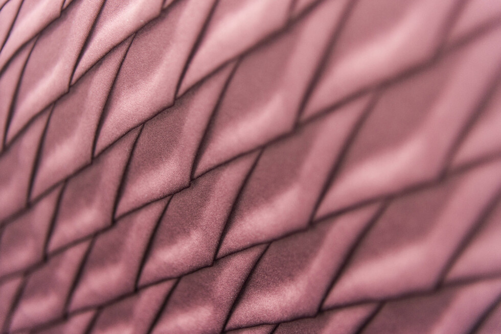 KUNSTVERK: Origami-inspirert dørtrekk. Foto: Jamieson Pothecary