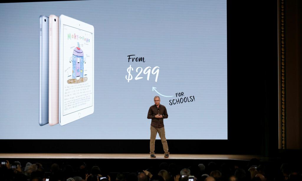 BILLIGERE FOR SKOLER: Den nye iPad-en koster mindre for skoler, men prisforskjellen er ikke mer enn 30 dollar. Foto: John Gress/Reuters/NTB Scanpix
