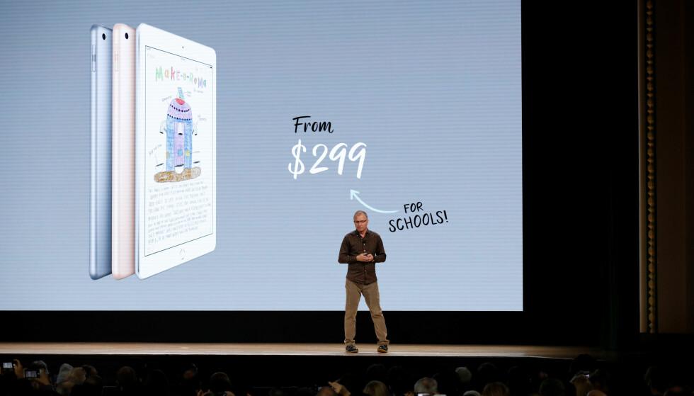 <strong>BILLIGERE FOR SKOLER:</strong> Den nye iPad-en koster mindre for skoler, men prisforskjellen er ikke mer enn 30 dollar. Foto: John Gress/Reuters/NTB Scanpix