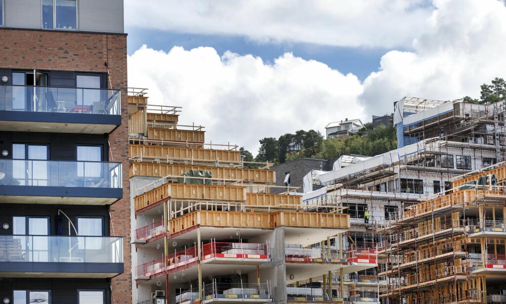 UNDER ARBEID: Det er mye byggeaktivitet i flere norske byer, og du kan spare penger på å prute på prisen. Foto: Gorm Kallestad/NTB Scanpix.