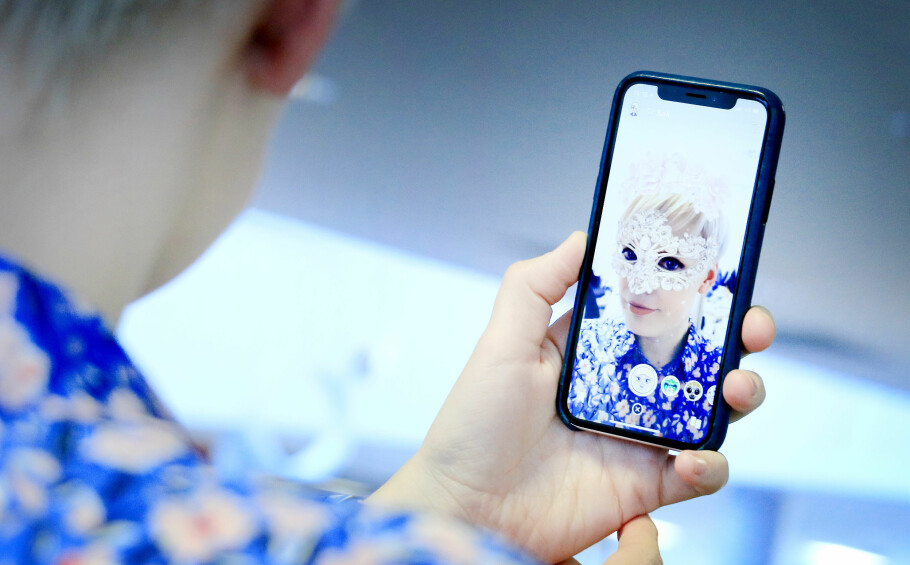 """<strong>MER """"REALISTISKE"""":</strong> De nye Snapchat-filtrene til iPhone X skal være mer realistiske enn de vanlige filtrene. Foto: Ole Petter Baugerød Stokke"""