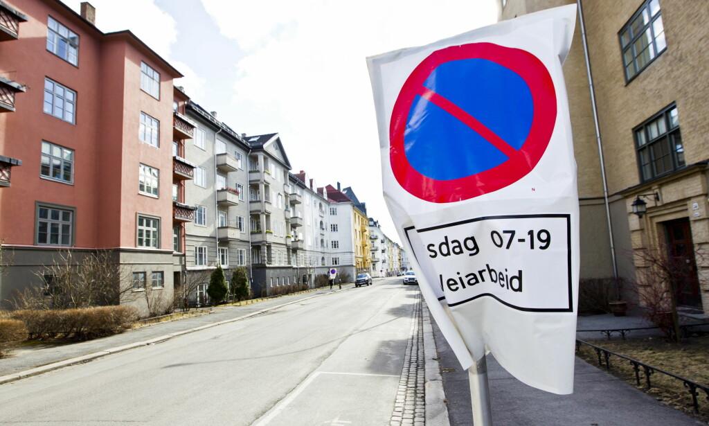 TAUER BORT BILER: Kommer det opp et slikt skilt der du har parkert bilen, kan den forsvinne etter bare 24 timer. Det blir raskt veldig dyrt. Bildet er fra Frogner i Oslo. Foto: NTB Scanpix