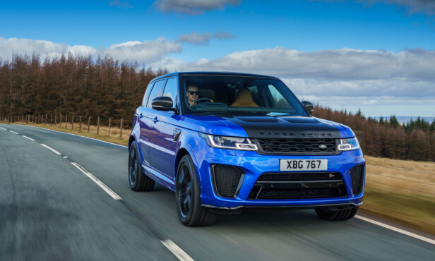 ENDA TØFFERE: Med karbon-eksteriør-pakke ser Range Rover Sport ekstra rå ut - og sparer dessuten noe vekt. Foto: Land Rover