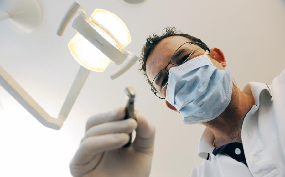 HAR IKKE RÅD: En av tre nordmenn enten utsetter eller unnlater å gå til tannlegen av økonomiske årsaker, ifølge en ny undersøkelse. Foto: Frank May / NTB scanpix
