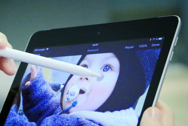 FIN TIL FOTOFIKSING: Med Apple Pencil blir det enklere å retusjere bilder på iPad. Her jobber vi i appen Pixelmator. Foto: Ole Petter Baugerød Stokke