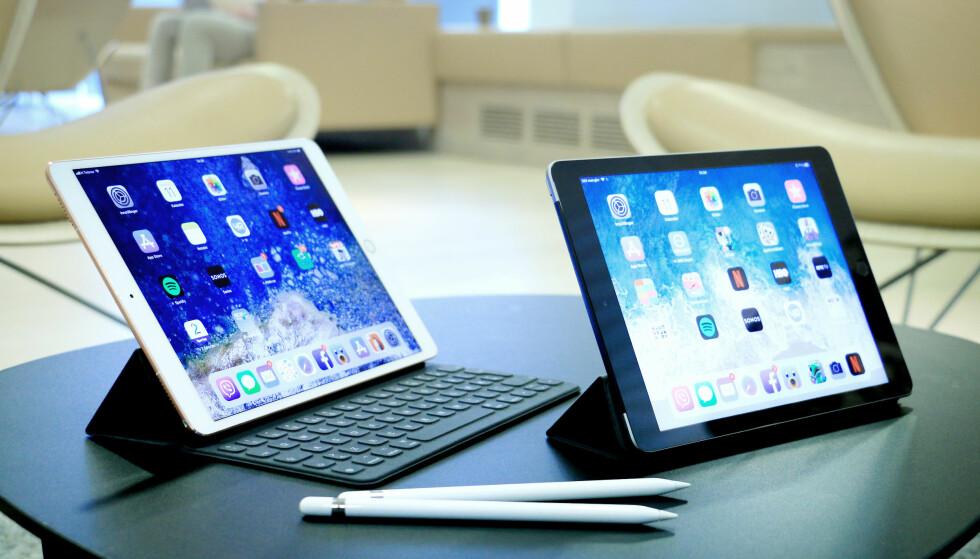 "LIKE, MEN IKKE: iPad Pro 10,5"" (til venstre) og iPad 9,7"" (til høyre) har mange likheter, men det er også en del som skiller de to. Foto: Ole Petter Baugerød Stokke"