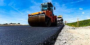 image: Nå skal veiene asfalteres: Her kommer nytt dekke i ditt nærområde