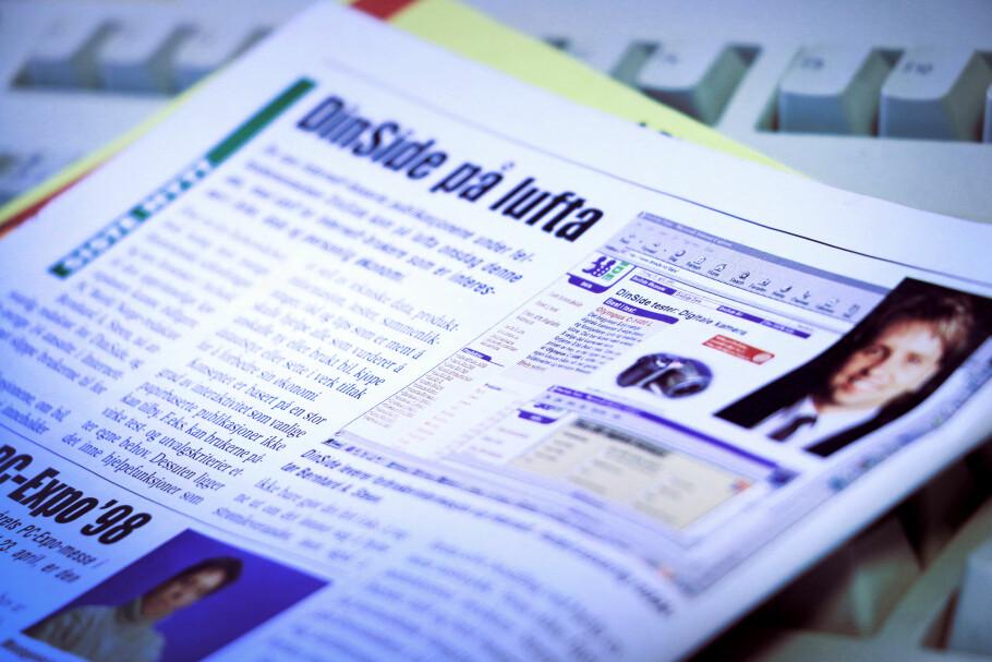 SISTE NYTT: Denne artikkelen stod på trykk i PC World Express fredag 17. april 1998. Dinside var endelig «på lufta», etter det ansvarlig redaktør Bernhard A. Steen beskriver som «ett års forberedelser, med kamp mot mange datatekniske utfordringer». Foto: Ole Petter Baugerød Stokke