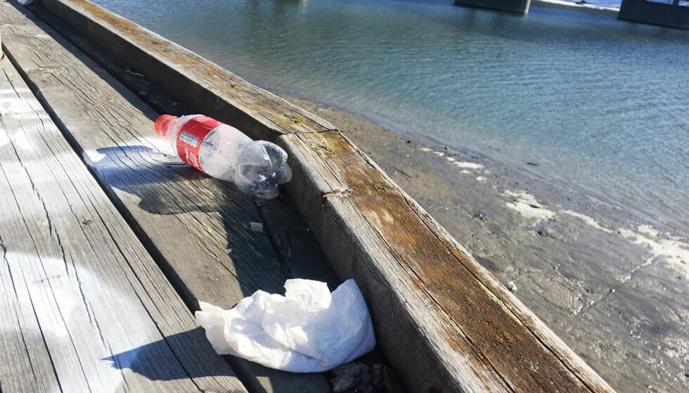 """AVFALL I NATUREN: Ofte er det snakk om emballasje fra """"På farten""""-mat og drikke. Foto: Berit B. Njarga"""