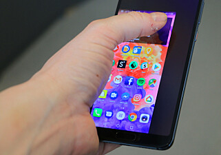 GJØR DET MINDRE: Blir telefonen stor å håndtere med én hånd, kan du sveipe langs linja nederst for å forminske bildet. Foto: Pål Joakim Pollen
