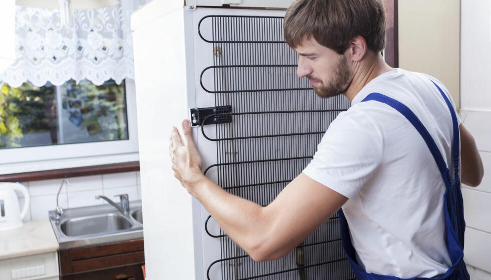 FØLSOM BAKSIDE: Rørsystemet kan lett ta skade dersom du legger kjøleskapet på ryggen. Photographee.eu/Shutterstock/NTB scanpix