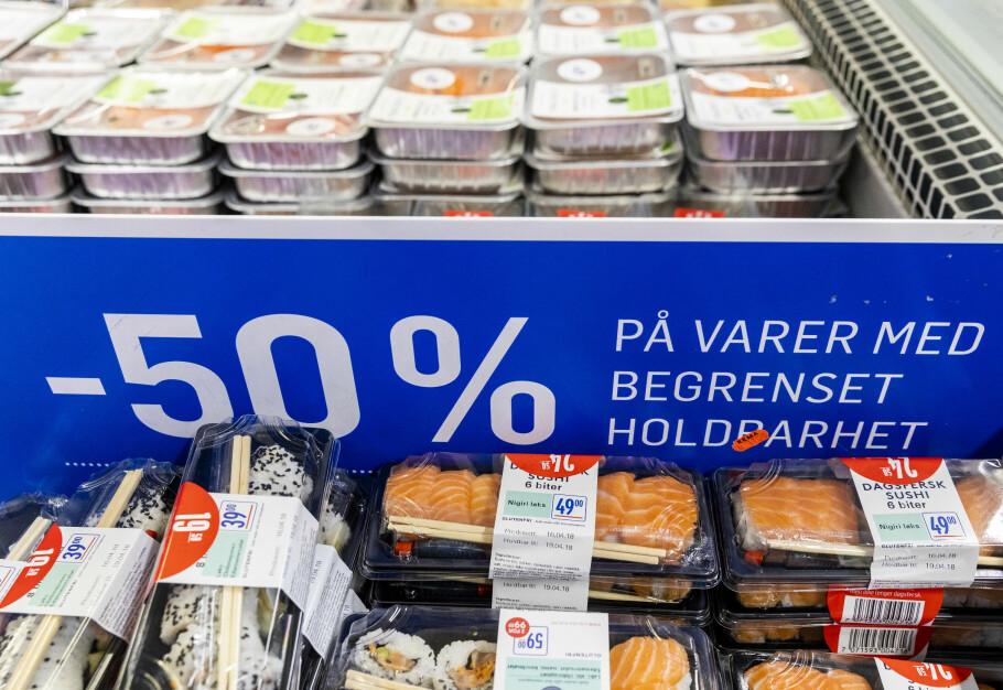 SATSER MER PÅ MAT SOM ER GÅTT UT PÅ DATO: Nå vil vanlige matbutikker selge mer av mat som er gått ut på dato. Foto: NTB scanpix