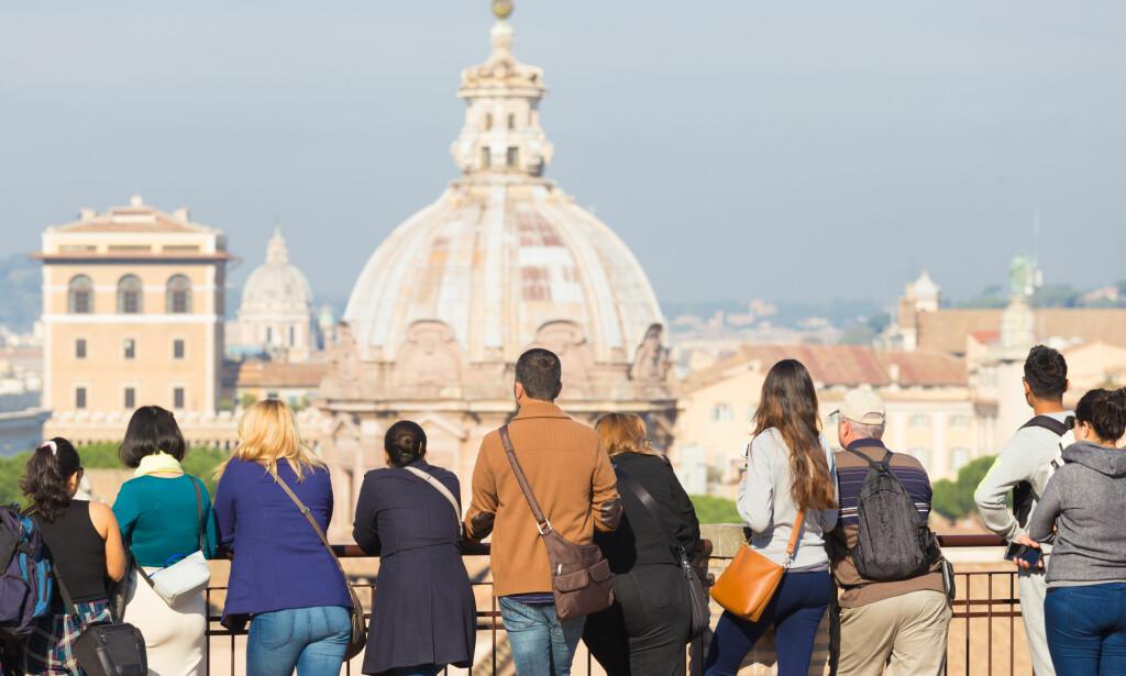 STORBYFERIE: Roma er blant de mest populære og billigste storbyene i Europa i vår, men pass deg for fotobokser langs bilveien og billige designerprodukter i butikkene. Foto: Matej Kastelic/Shutterstock/NTB Scanpix.