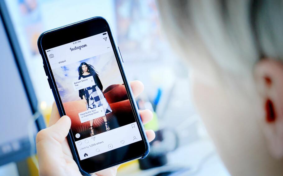 SCROLL OG SHOP: Instagram har blitt et populært sted for bedrifter å selge produktene sine. Nå kommer tjenesten kanskje med en egen shoppe-app. Foto: Ole Petter Baugerød Stokke