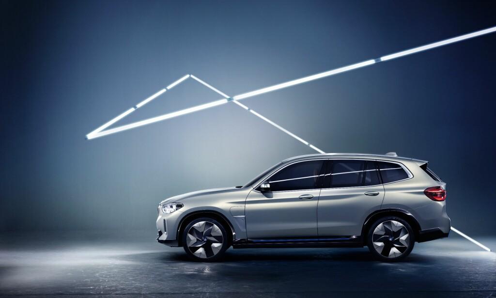 KLAR OM TO ÅR: I 2020 skal produksjonsversjonen av BMW Concept iX3 finne veien til forretningene . Som vi ser er konseptbilen allerede designmessig klar for markedet, men det gjenstår en del arbeid for å ha den helt ferdig til kundene. Foto: BMW