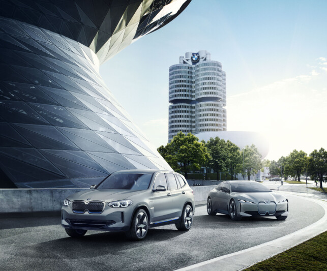 FAMILIEBILDE: Her ser vi de to neste elbilene fra BMW som konsepter - SUV-en iX3 og det som skal bli sedanen i4. Foto: BMW