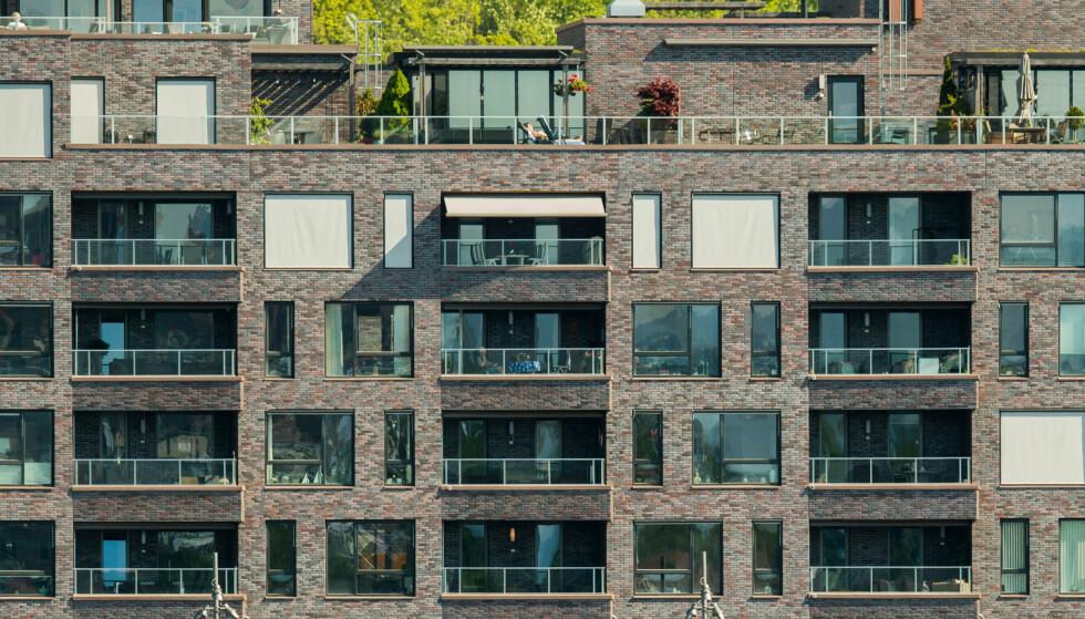 DYRT: Flere mener at Oslo er i ferd med å støte fra seg sine egne innbyggere på grunn av de høye boligprisene. Her fra Sørenga, der du må ut med nærmere 90.000 kroner kvadratmeteren for en ny leilighet. Foto: Vidar Ruud, NTB Scanpix