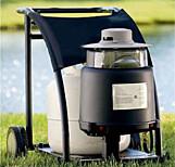 FANGER MYGG: Myggmaskiner som lokker myggen til seg ved at den slipper ut CO2. Foto: Skeetervac/Produsenten