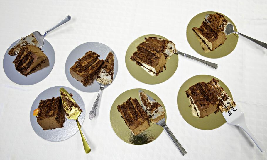 7 KAKESPADER: Hele sju kakespader er testet på fire typiske nasjonaldagskaker for å hjelpe deg å velge riktig til den store festen. Her kan du se hvordan kakestykkene ble med de ulike kakespadene. Øverst fra venstre: Ikea, Nille, Hardangerbestikk og Coop. Nederst fra venstre: Clas Ohlson, Rosendahl og TGR. Foto: Nina Hansen.