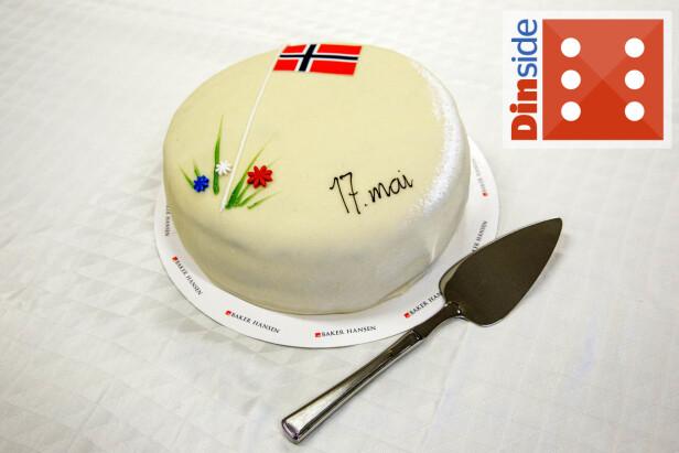 KAKEKLASSIKER: Hardangerbestikk tilbyr en rekke ulike kakespademodeller. Ramona, som vi har testet, har en knivside som bidrar til at kakespaden skjærer gjennom de fleste kaker, og formen gjør det enkelt å komme under og løfte kakestykkene. Foto: Nina Hansen.