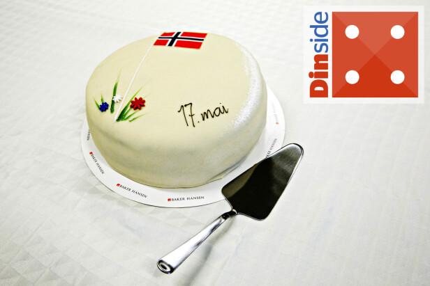 SKJÆRER BRA: Svenske Ikea har det meste du trenger til hus og hjem, også en velfungerende kakespade. Bortsett fra rart tyngdepunkt, gir denne fine kakestykker. Foto: Nina Hansen.