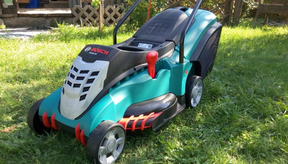 VINNEREN: Bosch Rotak 43 til rundt 5.000 kroner er storvinneren i en britisk test som omfatter 22 oppladbare gressklippere. Foto: Bosch