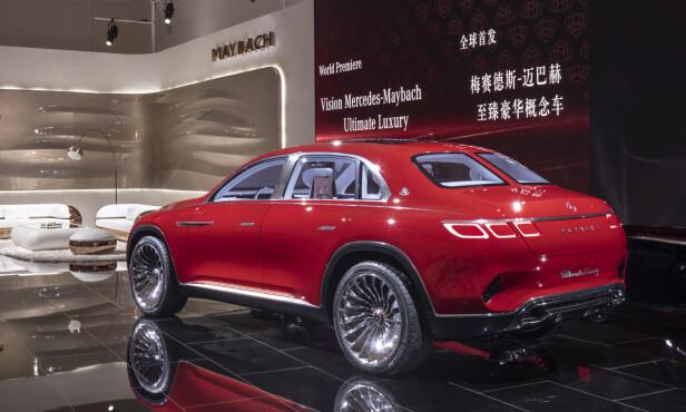 ISPEDD RETRO-HINT: Den delte bakruten sender tankene flere tiår tilbake i tid. Bilens øvrige design signaliserer egentlig ikke noen bestemt epoke.