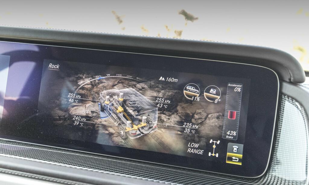 MEST FOR MORO: Med offroad.displayet får du en haug med informasjon du strengt tatt ikke trenger, men som er artige å se på for passasjerene. Foto: Mercedes-Benz.