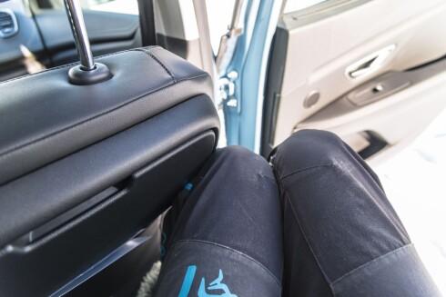 KLEMFARE: Forsetene flytter seg bakover når du går ut av bilen og klemmer beina til de som sitter bak. Foto: Jamieson Pothecary